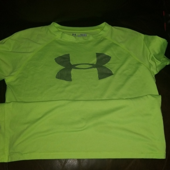 Boys Youth Under Armour Large Tshirt